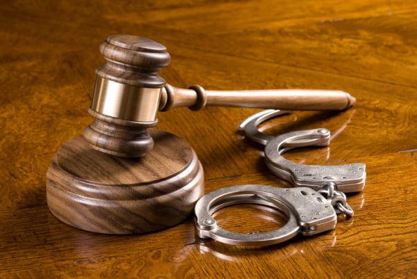 absolvição de réu